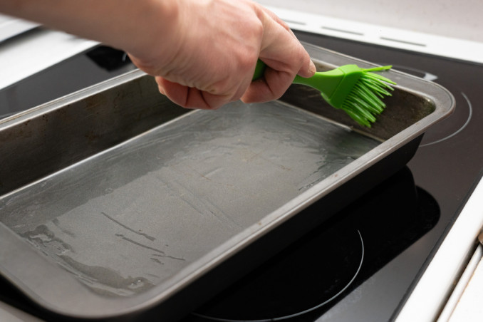 How To Clean Baking Trays