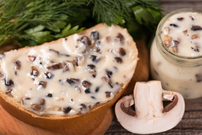 How To Make Homemade Melted Cheese With Mushrooms